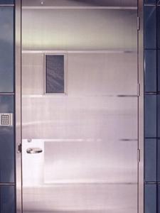 Достоинства металлических дверей