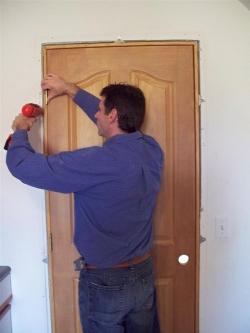 Самостоятельный монтаж двери
