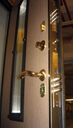 Как ухаживать за металлической входной дверью