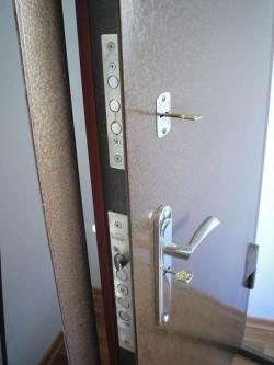 Металлическая бронированная дверь
