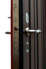Немного о конструкции металлических бронированных дверей