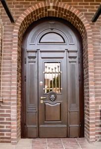 Безопасность обеспечит металлическая дверь