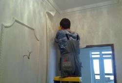 клеим на стены текстильные обои