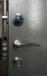Необходима ли металлическая дверь?